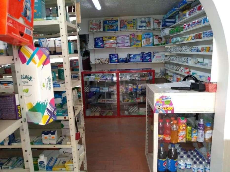 se venden vitrinas, <strong>estantes</strong>, y algunos medicamentos y productos para drogueria