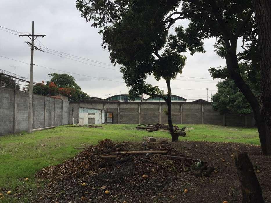 Terreno de venta de 5000 m2 con negocio en funcionamiento, Sector Mapasingue Oeste, Guayaquil
