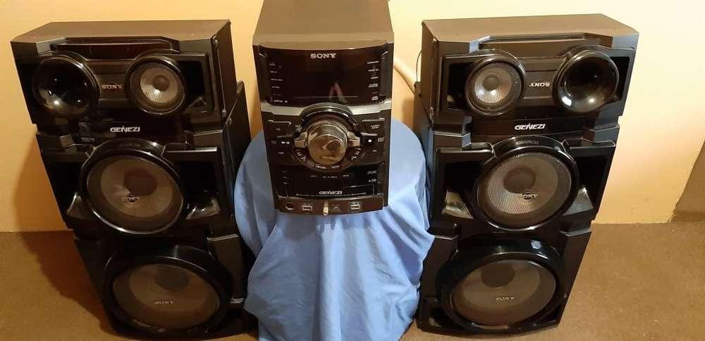 Vendo equipo de sonido Sony Genezi HCDGTR88