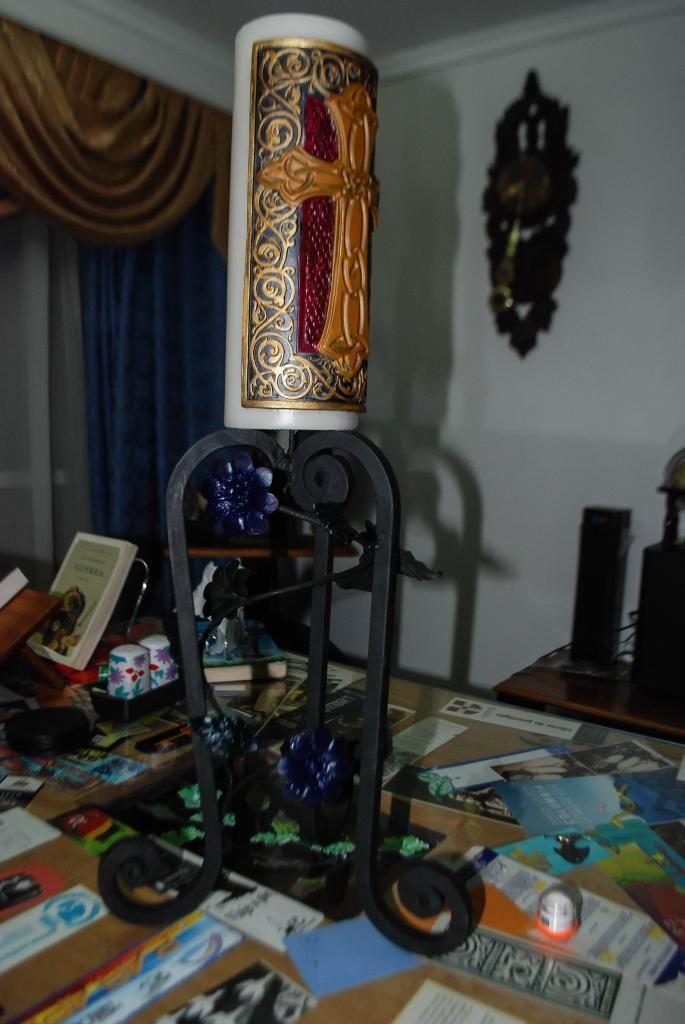 candelabro en hierro forjado y oleo