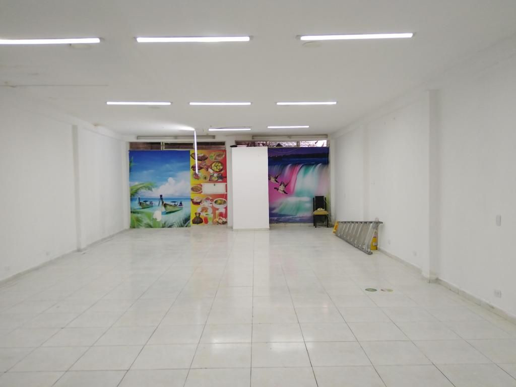 ALQUILO EXCELENTE LOCAL COMERCIAL. 180 MTS2
