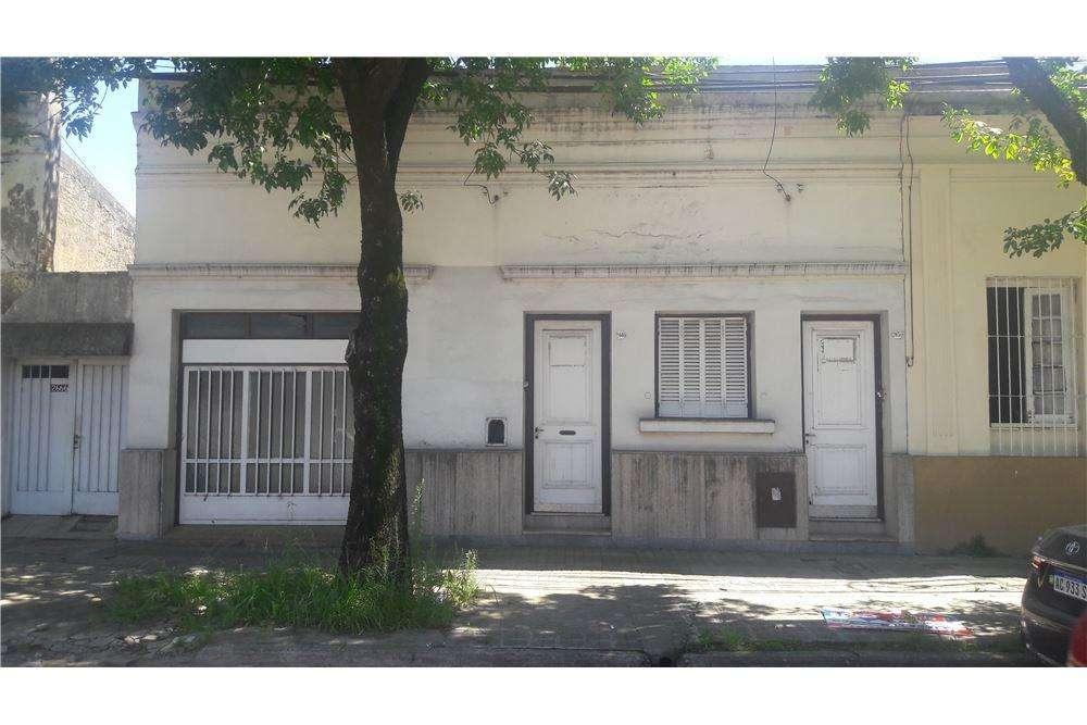 Casa dos dptos. a metros de la UNL y Boulevard