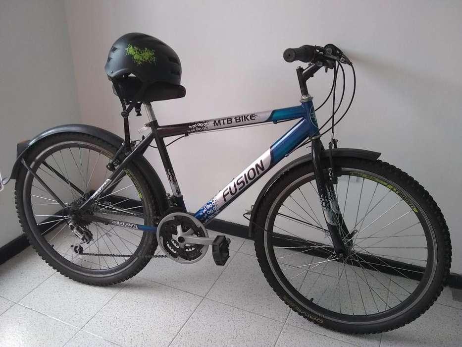 Bicicleta Fusion Ring 26 usada con casco