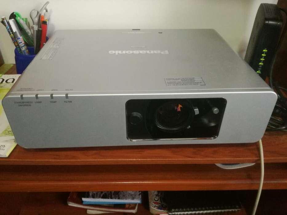 Vendo Cambio Video Beam Pansonic Ptf200