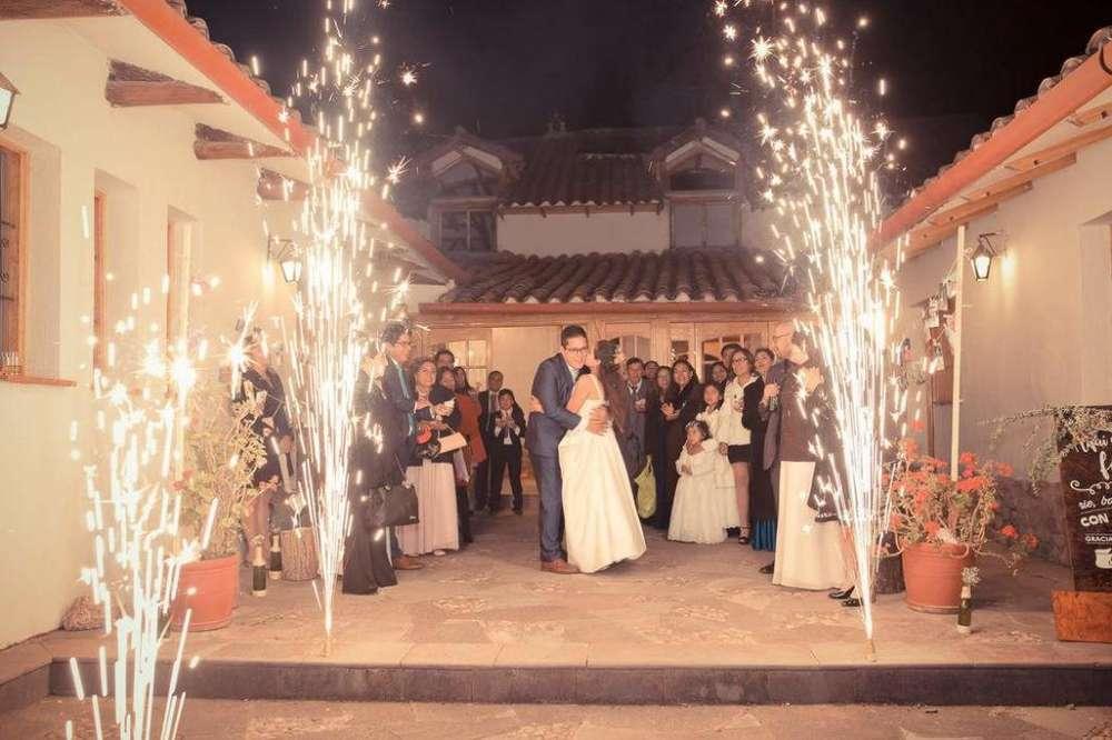 Estamos En Su Matrimonios, Quinceaños, Graduaciones 9/2/7/6/6/4/1/9/9 Llámenos