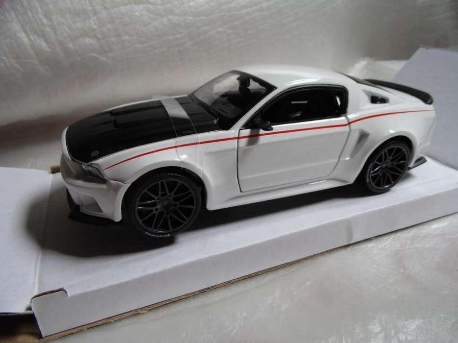 Carro de Coleccion Ford mustang street racer 2014 maisto