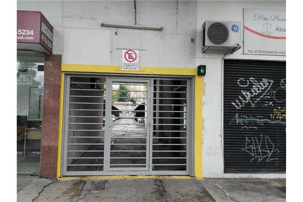DOS COCHERAS EN VENTA CASEROS FTE MUNICIPALIDAD