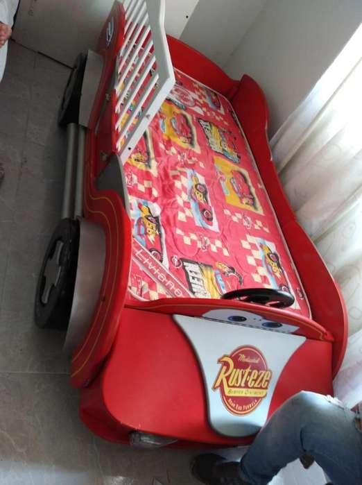 Cama Infantil con Mesas