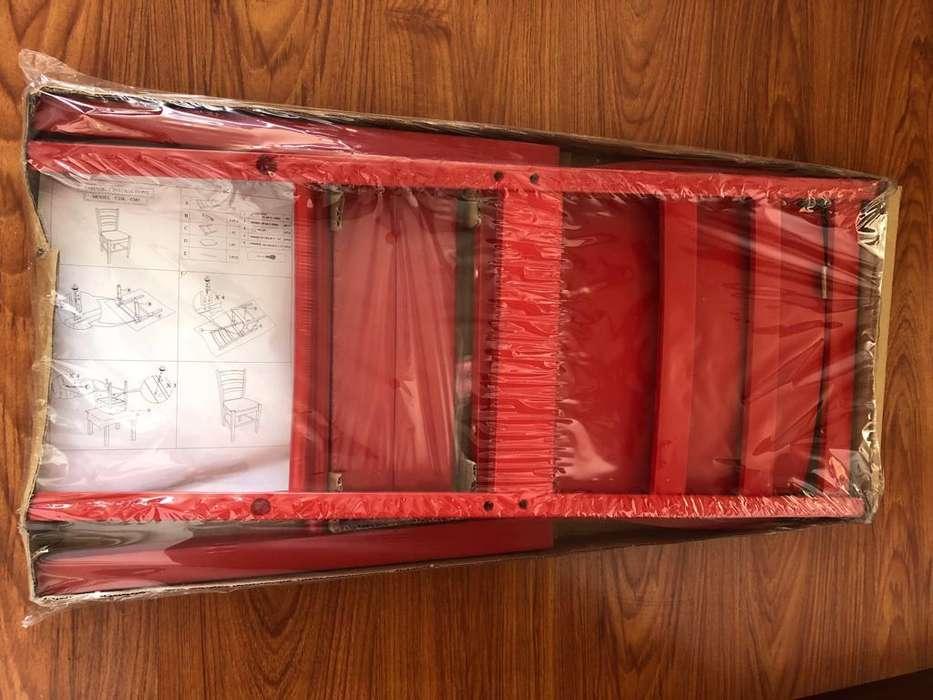 4 <strong>sillas</strong> Tugó, NUEVAS en madera, color Rojo, Plegables. Precio negociable.
