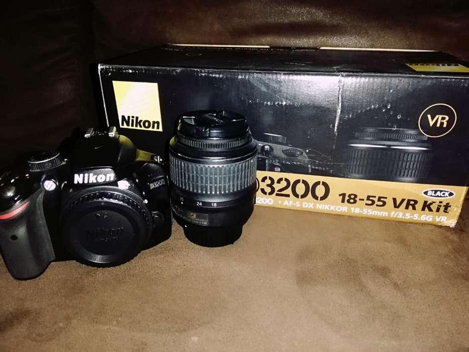 Nikon D3200 con Lente 18-55mm