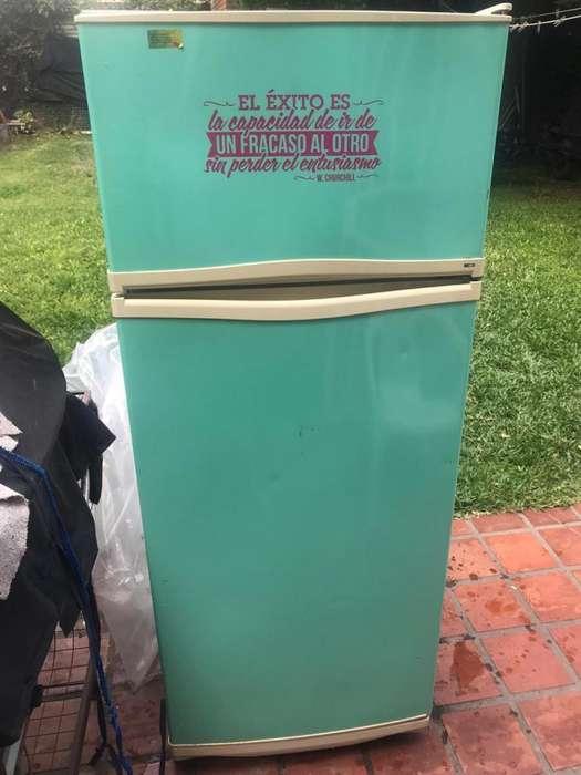 Heladera Peabody excelente estado con freezer