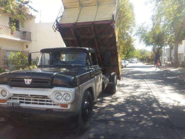 Ford 600 con Volquete Sanicchelli