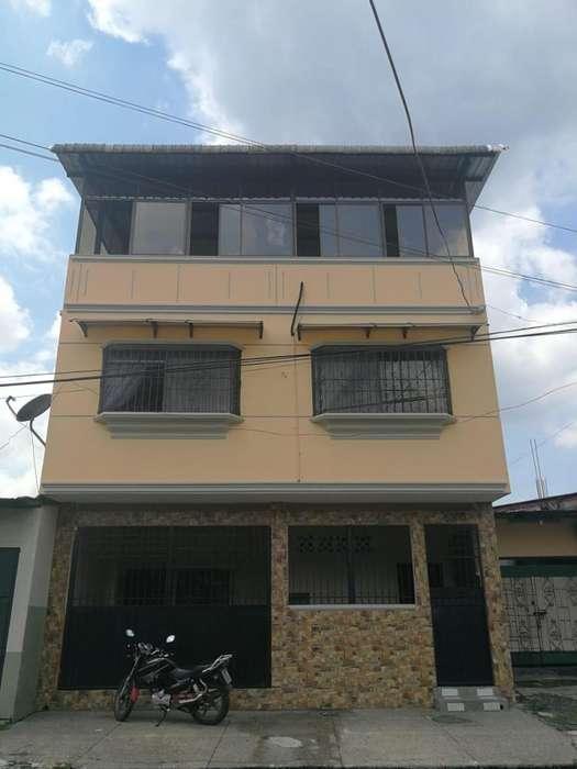 Se vende casa con crédito bancario en cdla. Febres Cordero, Sur de Guayaquil.