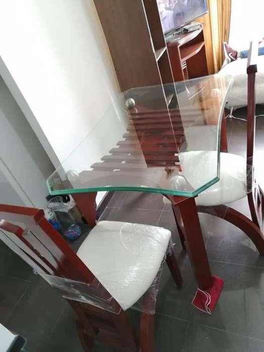 Comedor 4 sillas 4 meses de uso
