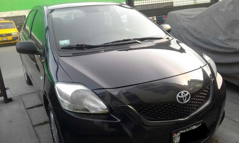 Toyota Yaris 2012 - 74500 km