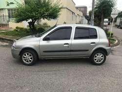 RENAULT CLIO.  Mod. 2002.