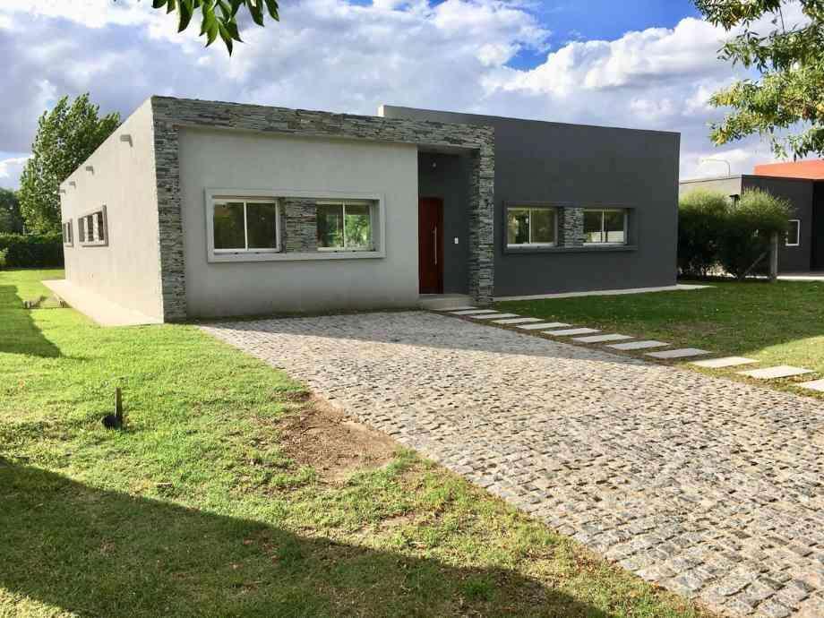 Casa en alquiler en Barrancas de Iraola