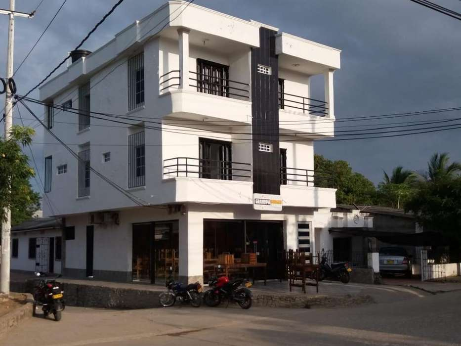 Edificio con <strong>local</strong> Comercia con (4 Apto)