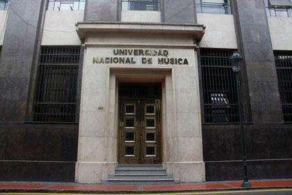 PROFESOR TITULADO DE LA UNIVERSIDAD DE MÚSICA DEL PERU