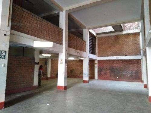 ALQUILO amplio local de 3 pisos con 225 m2 de AT y 675 m2 de AC con 10 ml de frente por 22.5 mt de fond