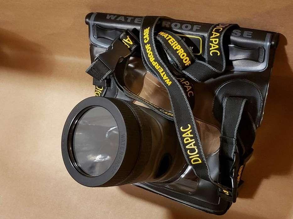 Funda estanca para cámaras reflex de marca Dicapac