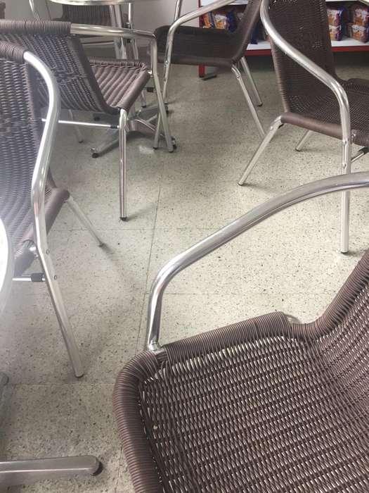 mesas y <strong>silla</strong>s para negocio