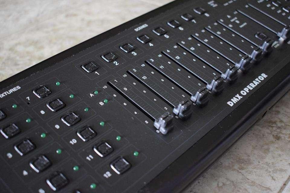 Controlador de luces. DMX OPERATOR ELATION