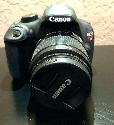 Cámara profesional Canon Eos Rebel T5.
