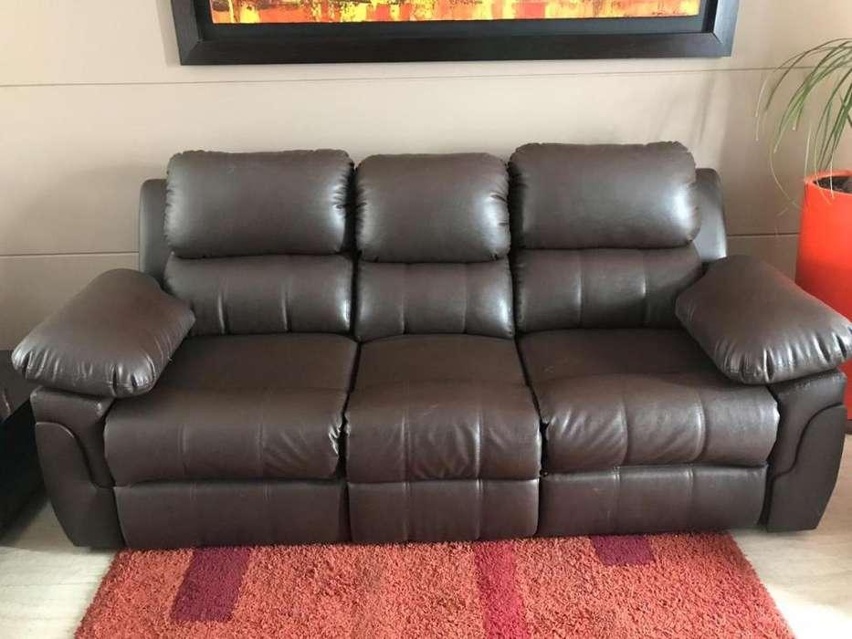 Sofa con <strong>sillas</strong> reclinables