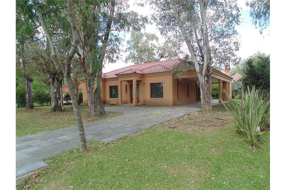 Casa en venta en barrio La Cesarina 4 ambientes