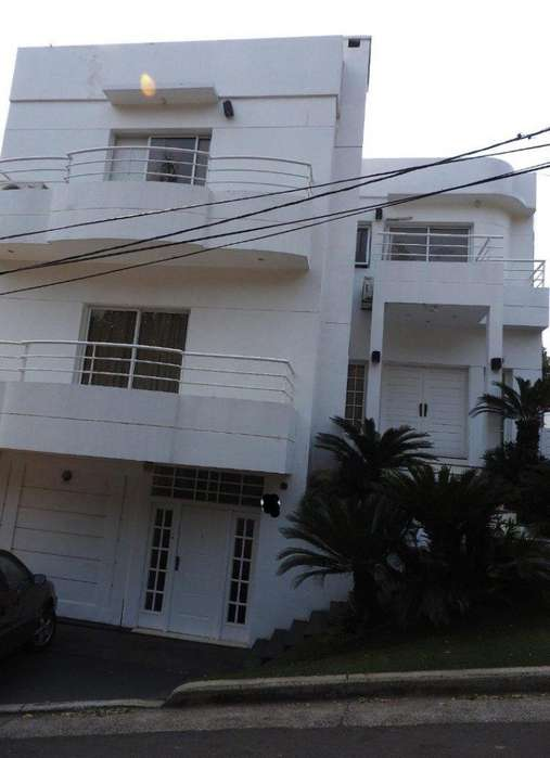 Vendo hermosa casa zona Urquiza y Santa Catalina