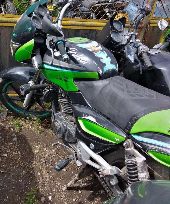 Moto Pulzar 180