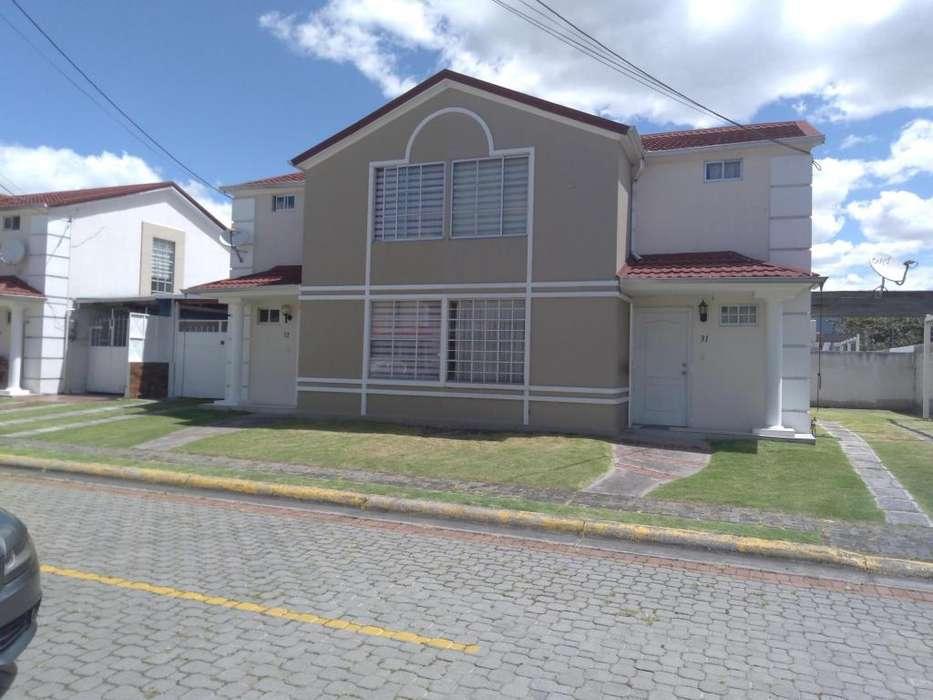 Casa de Venta, Sangolquí, Arupos de La Hacienda, 3 dormitorios, 104 metros