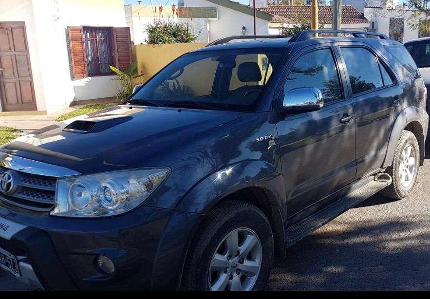 Toyota Hilux SW4 2011 - 140000 km