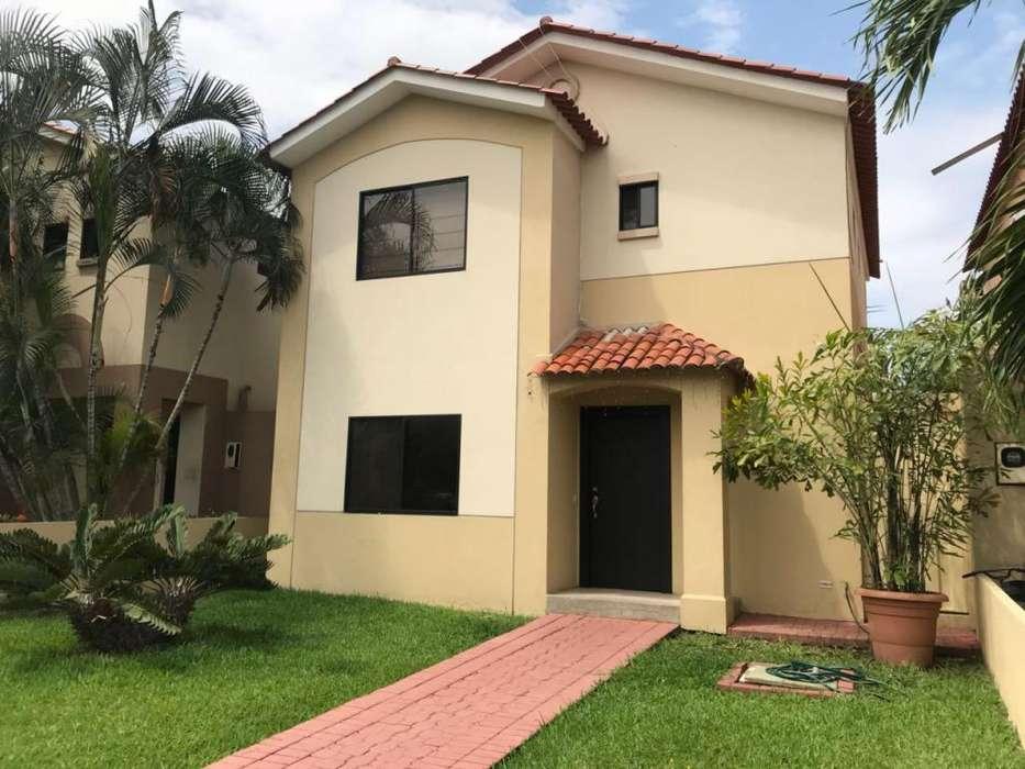 Casa de 2 plantas Vendo C.Celeste, E. Esthela
