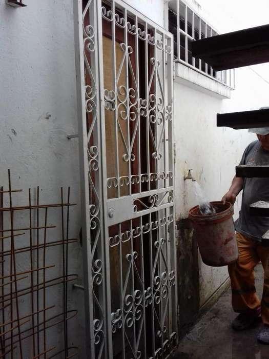 Vendo reja para protección de puerta de 1.00 m x 2.00 m, con cerradura incluida lista para instalar y usar
