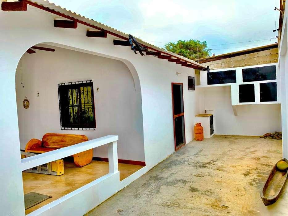 Se Vende Casa Cerca al Mercado de Salinas y La Playa