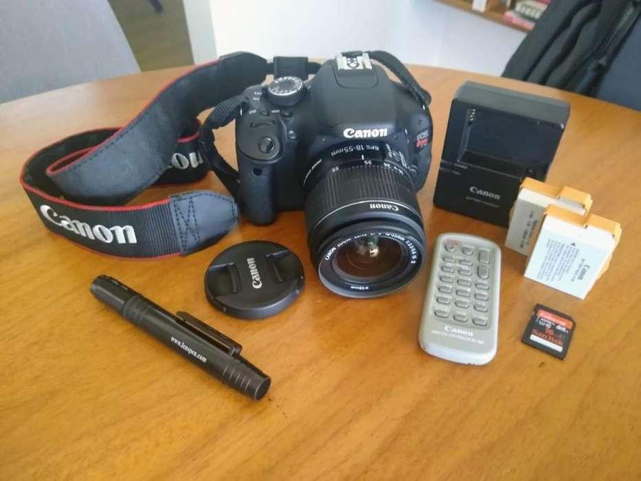Canon Eos Rebel T3i Digital Camera / Lente 18-55mm F/3.5-5.6