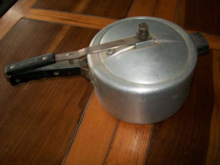 ollas, baterías de cocina, y vajilla