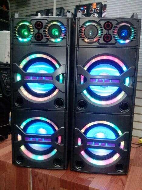 Doble Parlante, Usb, bluetooth, micro SD, consola, Microfono inalambrico, luz Led,