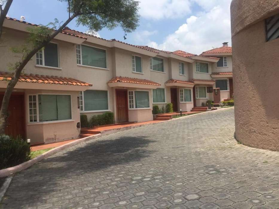 Venta casa conjunto, San Juan bajo, Cumbaya, Paseo San Francisco, Colegio Alemán