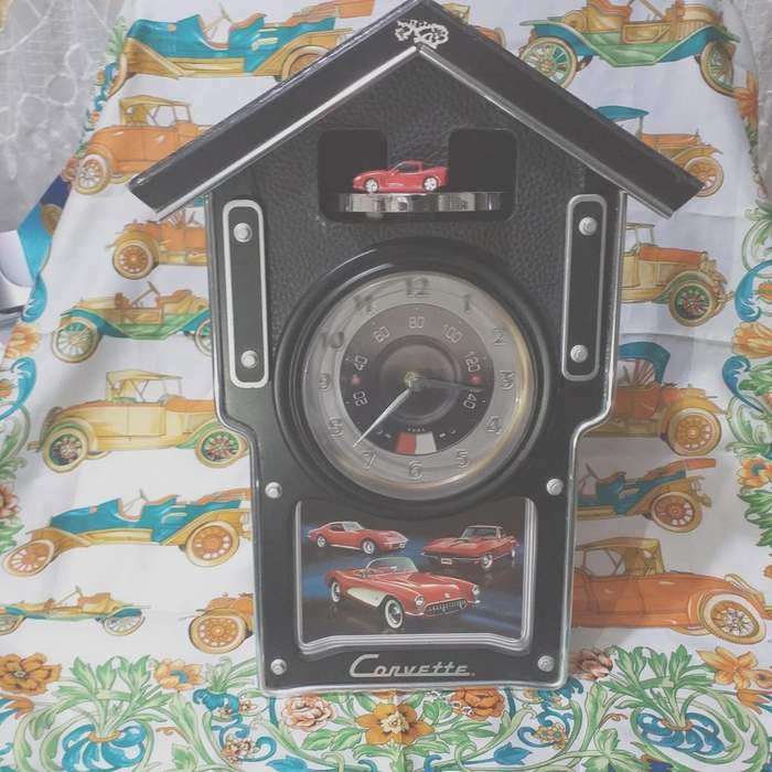 Reloj de pared decorativo y funcional con carritos Corvette