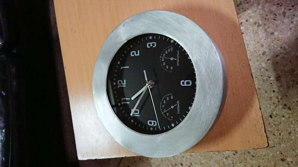 Reloj de pared para cocina o comedor de <strong>aluminio</strong> y plástico
