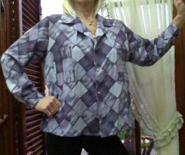 <strong>camisa</strong> grande en tonos de lila en tela como seda. tela excelente calidad.
