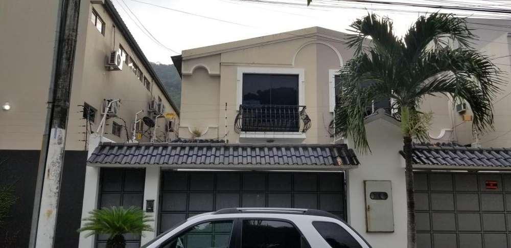Vendo villa <strong>duplex</strong> en Colinas de los Ceibos