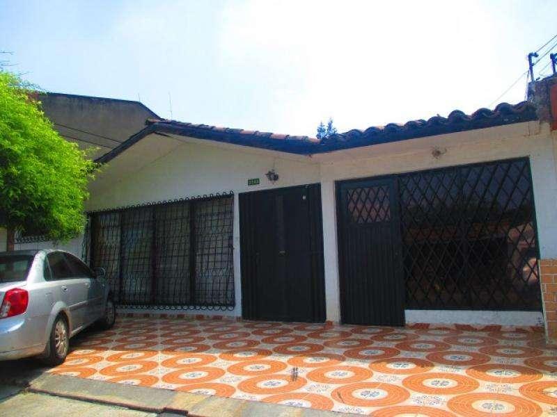 Casa En Venta En Cali Prados Del Norte Cod. VBUNI8511