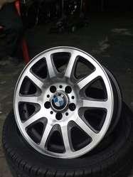 RINES DE LUJO RIN 17 BMW ORIGINALES, 5H CASE 120 NINGUNO ARREGLADO NI SOLDADO