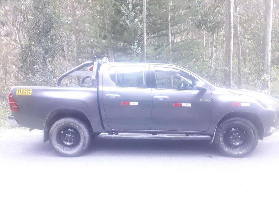 Toyota Hilux 2016 - 100 km