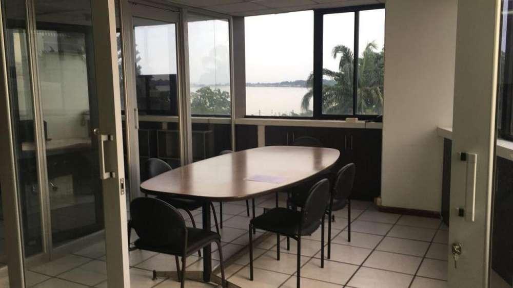 Oficina de Venta 160 mts en Malecon 2000