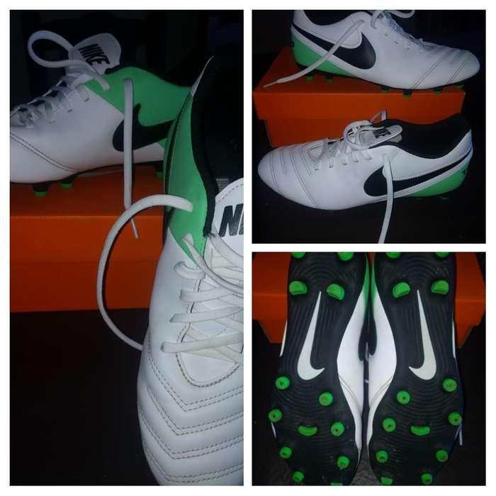 Botines Nike. 3 Usos. N* 39/40